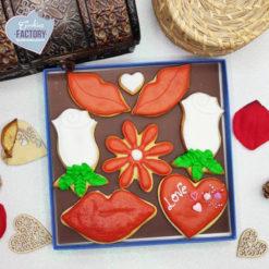 caja galletas personalizadas San Valentin besos y flores